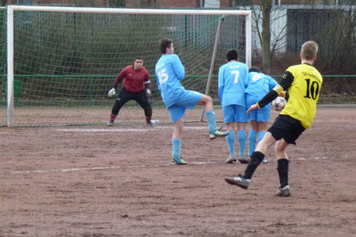 Fabian Kreisel erzielt per Freistoß das 3:0 für die B1 beim FC Alanya (Foto: mal).