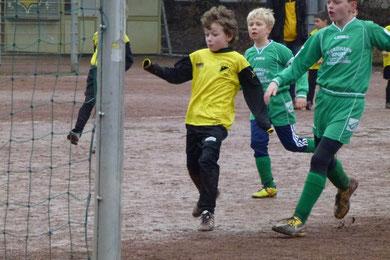 Ausgleich zum 4:4. F2 im Spiel gegen Adler II. an der Pelmanstraße (Foto: mal).