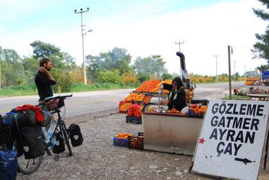 Voyage à vélo en Turquie, Bike touring, jus de fruit dans la rue