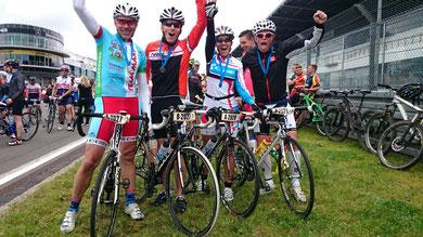 Ingo Soeder, Marc Suin de Boutemard, Fleur Suin de Boutemard und Jasper Rittner gingen beim Rad am Ring an den Start.
