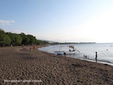 La spiaggia nera di Lovina