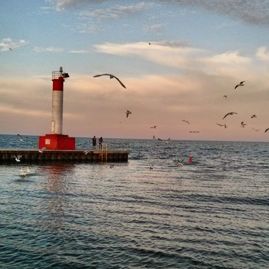 Oakville-pier-lighthouse-sunset-window cleaning oakville- top rated local company