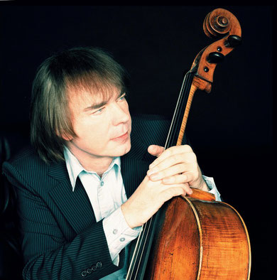 大提琴家 朱利安 勞埃德 韋伯