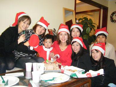 一昨年のクリスマスは、サロンでスタッフ達と一緒にクリスマスパーティーを開催。子どもも一緒に盛り上がりました。