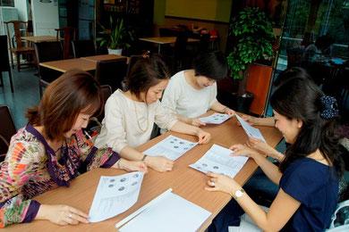 まずは【上海Woman Styleフェア】の反省会。来場者のアンケート集計結果から、これからの課題等を話し合いました。