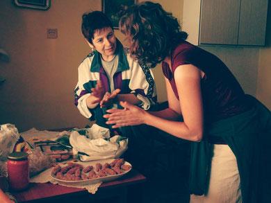 Julia apprend a cuisiner les spécialités slovènes!