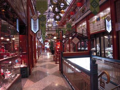 美しいアーケードの商店街