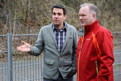 Innen- und Sportsenator Michael Neumann ließ sich vom 2. Vorsitzenden des RSC, Marc Ahlers, die Anlage an der Scharbeutzer Straße zeigen.