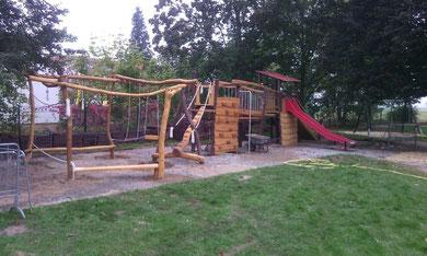 Spielplatz Spielburg Klettergerüst