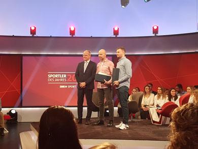 v.l.n.r.   Jochen Borchert, Präsident LSB Rheinland-Pfalz; Kai Letzelter, 1. Vorsitzender 1. SC Mayen Koblenz; Daniel Dück, Kapitän 1. Mannschaft 1. SC Mayen Koblenz