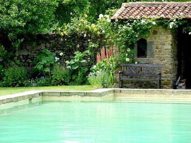 séjour insolite à la forteresse médiévale de Tennessus - la piscine au château-fort de Tennessus