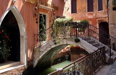 Kleine Brücke in Venedig
