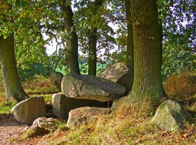 Großsteingrab (Großdolmen mit Windfang) bei Lancken-Granitz