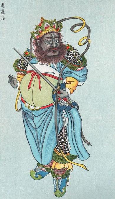 L'aîné se nomme Mô-li-ts'ing  , il est haut de 24 pieds, il a une figure couleur de crabe, les poils de sa barbe ressemblent à des fils de cuivre, il est armé d'une lance et combat toujours à pied.