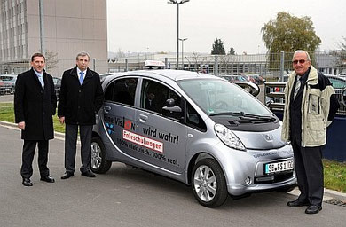 Führerschein mit Elektroauto , Peugeot iOn als Fahrschulauto