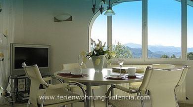 Ferienwohnung Valencia, Wohnzimmer mit Ausblick auf dei Berge von Monterrey, www.ferienwohnung-valencia.com, Foto: Birgitta Kuhlmey, Valencia, Spanien