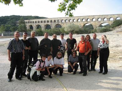 Mit den Jungglasern vor Pont du Gard