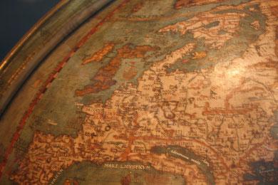 Abb.8:  Globus mit Bezug zur Geographia  von Ptolemaios  von Johannes Schöner 1520, Germanisches Nationalmuseum. Deutlich sieht man die typische Ostverschiebung von Schottland und Dänemark.