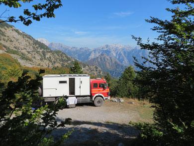 Campingspot auf dem Pass in das Tal von Thet