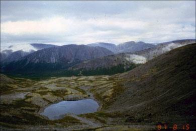 Хибинские горы. Фото с сайта: http://www.skitalets.ru/foot/2007/khibiny_pirozhkov