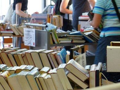 Büchertflohmarkt Mediothek, Foto: Martin Kramer