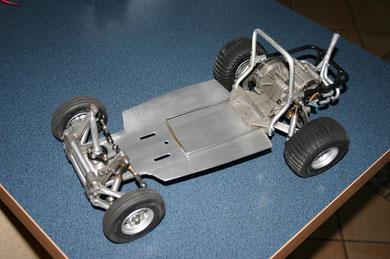 Vorderachse und Getriebe montiert