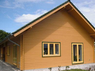 Holzfassade lackieren