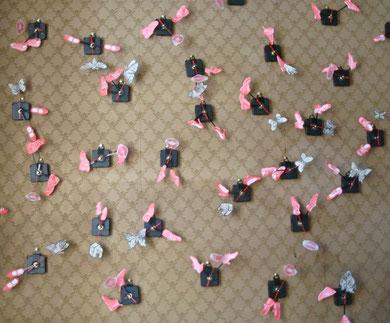 LE PETIT BAL DU TEMPS PERDU - extrait, mécanisme d'horloge, pile, gravure, dessin, 19x18x4 cm l'un, 2013