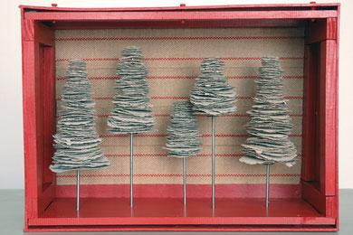 """FORET D'INTERIEUR """"FSP CF RSP"""", caisse en bois, papier, métal, toile de jute, 57 x 21 x 41 cm, 2011"""