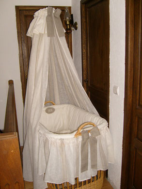 Couffin habillé de lin et d'étamine de lin aussi pour le petit Mathéo