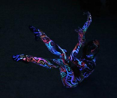Lucia-jantos-body-painting-fluo-art-peinture-corporelle2.jpg