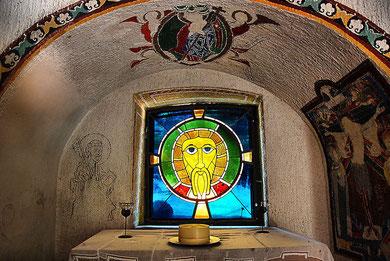 Fenster in der Kapelle bei Burg Bewartstein