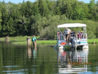 Démonstration de pêche expérimentale par le biologiste Sylvain Roy de la DEX à Sherbrooke.