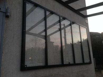 La modernité est renforcée par une structure noire mat