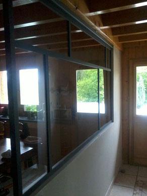 Une ouverture vitrée qui offre une nouvelle perspective sur le hall d'entrée