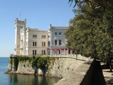 Hält, was der Name verspricht: Schloss Miramare bei Triest
