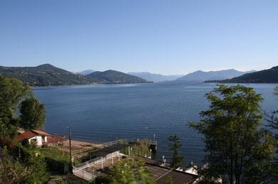 Auf dem Weg nach Alessandria: Morgenstimmung am Lago Maggiore
