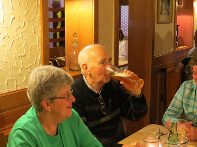 "Freitag Abend im ""Wirtshaus am ParK"" (Traube), v.l. Ulla & Johnny"