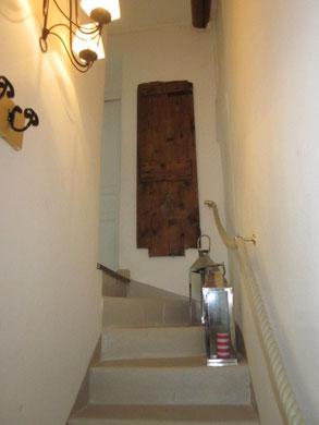 l'escalier vers les chambres et salle de bain