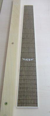 Das Inlay wurde mit der Laubsäge ausgeschnitten und dann eingeklebt.