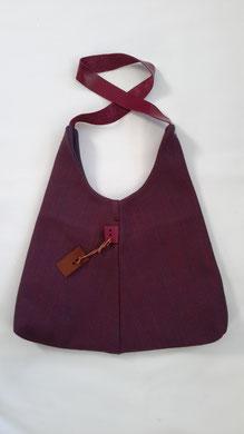 12. paarsrood  ( b. 40 cm x h. 40 cm)  1 schouderband 60cm     € 48,00