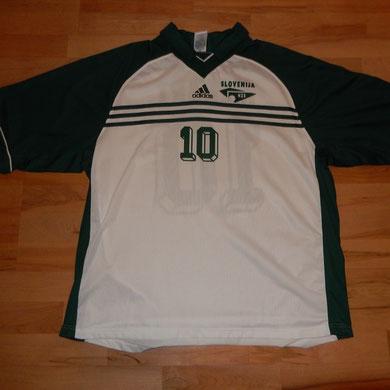Geschenk vom Fussballverband Sloweniens, getragen vom Spieler Nr. 10 Menhart