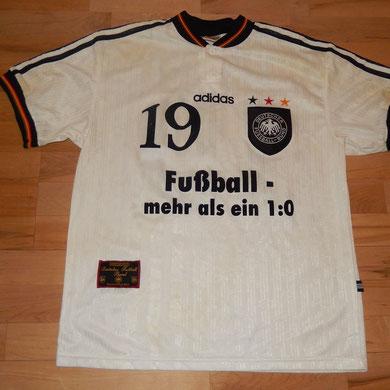 #19 - Thomas Strunz - matchworn, getauscht und geschenkt von Martin Stocklasa (LIE)