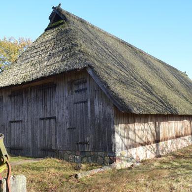 Heidehaus...   *  Ett gammalt typiskt hus/lada i Lüneburger Heide...