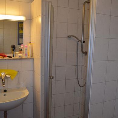 ...mit Dusche und Fussbodenheizung...   *   ...med dusch och golvvärme...