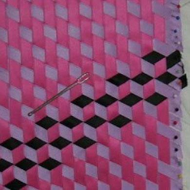 http://www.google.de/imgres?imgurl=http%3A%2F%2Fwww.patchwork-quilt-forum.de%2Fbilder%2FDSCI0454.JPG&imgrefurl=http%3A%2F%2Fwww.patchwork-quilt-forum.de%2Fmeshworks-patchworkflechten-t14047.html&h=300&w=400&tbnid=rEMp5HHvXLep_M%3A&zoom=1&docid=h8iC7IolGya