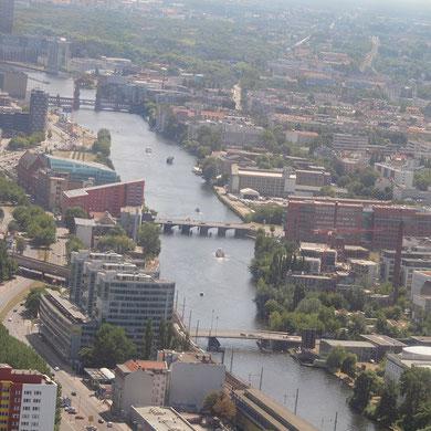 Originalfoto vom Fernsehturm am Alexanderplatz in Berlin