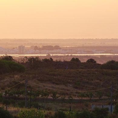 noch ein schöner Blick über den Rio hinüber nach Ayamonte über die sanften Hügel der Serra hinweg