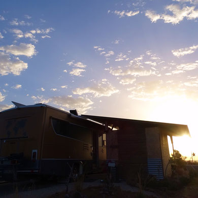 auch unser Zuhause, der Commander, erstrahlt im Licht der aufgehenden Sonne :-)