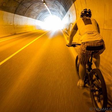 Mit dem Mountainbike zunächst nach Meran und dann nach Hafling. Bei hochsommerlichen Temperaturen selbst in dem auf 1300 Meter hoch gelegenen Hafling waren im Tunnel erträglicher.